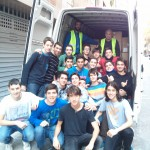 Carregant el camió del banc dels aliments