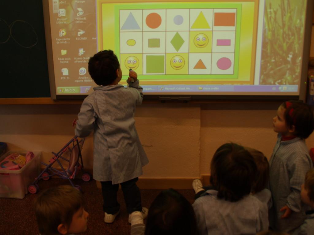 Aules multimèdia pissarres digitals escola Pàlcam concertada de Barcelona